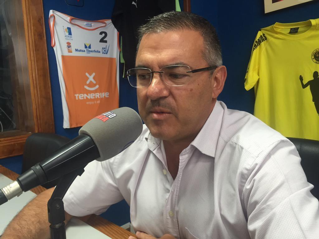 Félix Hernández, Presidente del C. B. Canarias en los estudios de Radio Marca Tenerife