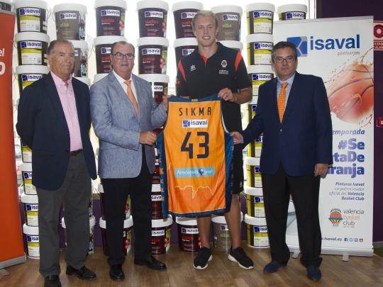 Luke Sikma en su presentación con el Valencia Basket