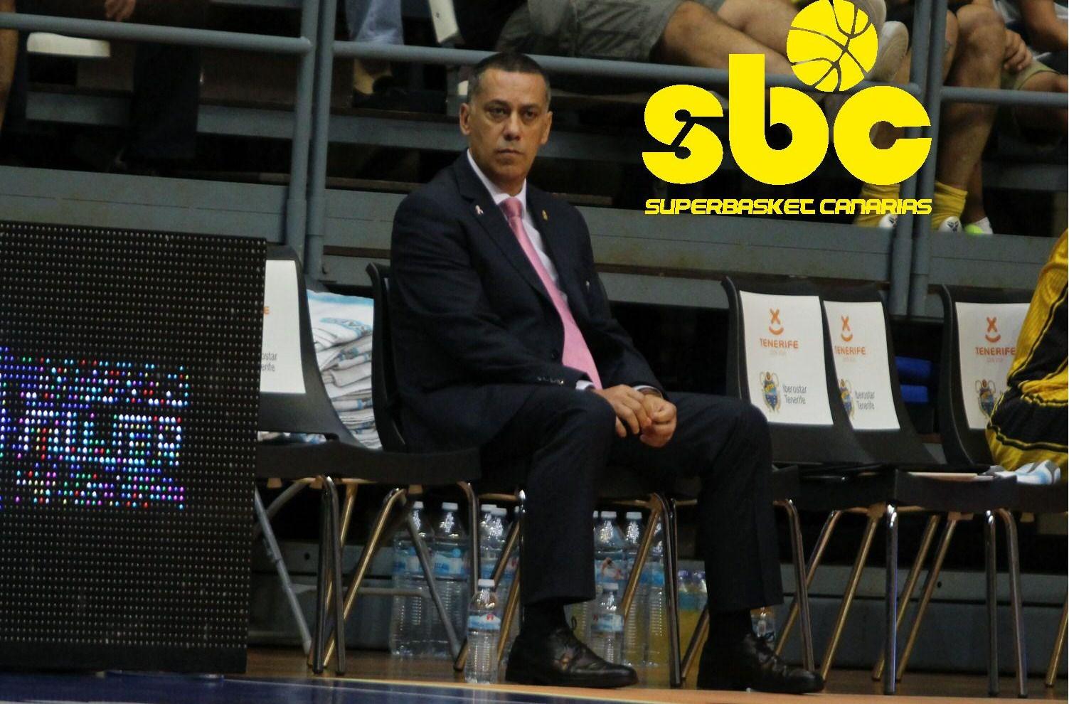 Martínez, sentado en banquillo aurinegro