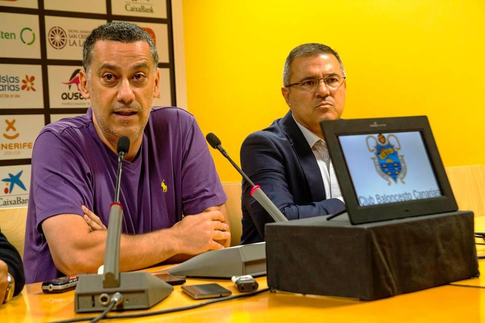 Alejandro Martínez compareció en una convocatoria de prensa urgente