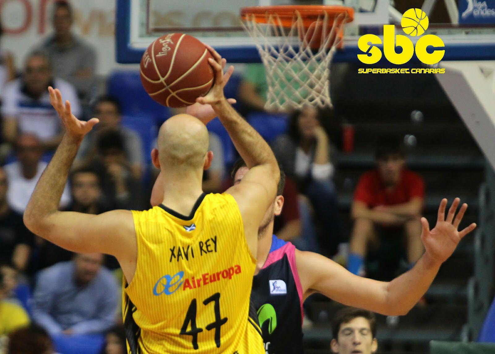 Xavi Rey le da la espalda al Canarias