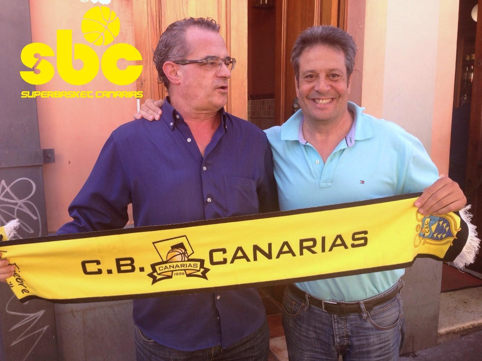Carmelo Cabrera junto a su gran amigo Chuchi Arencibia, delegado del Canarias y ex árbitro internacional
