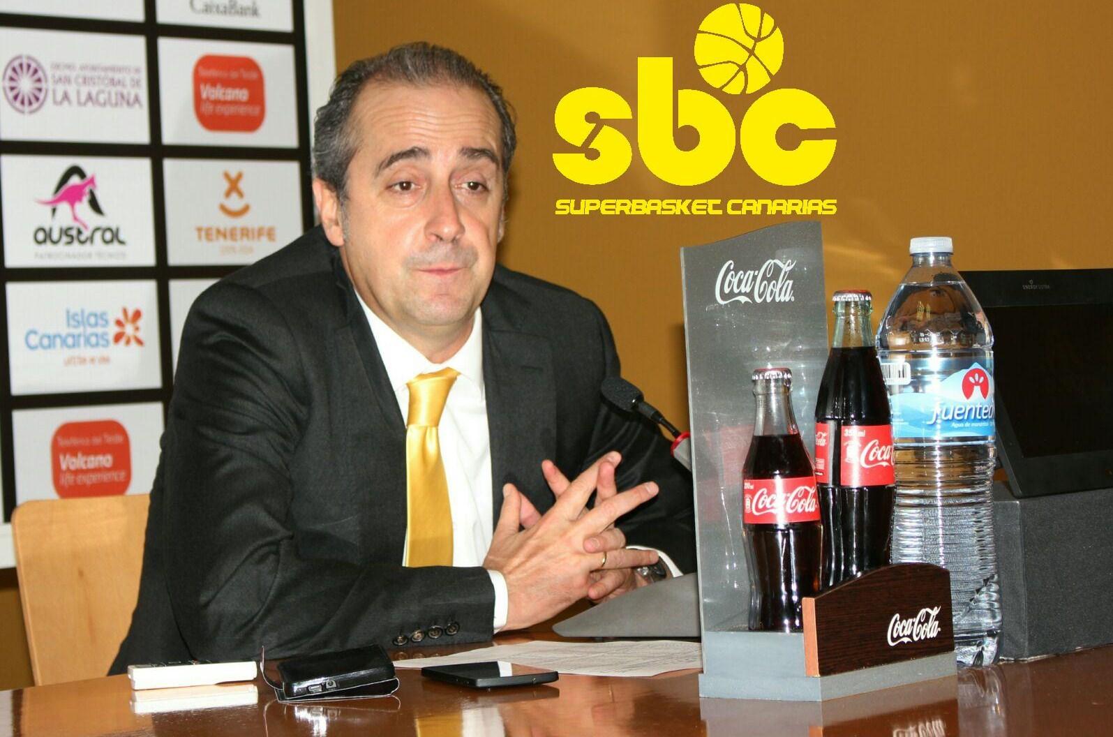 Txus Vidorreta en la sala de prensa del Santiago Martín