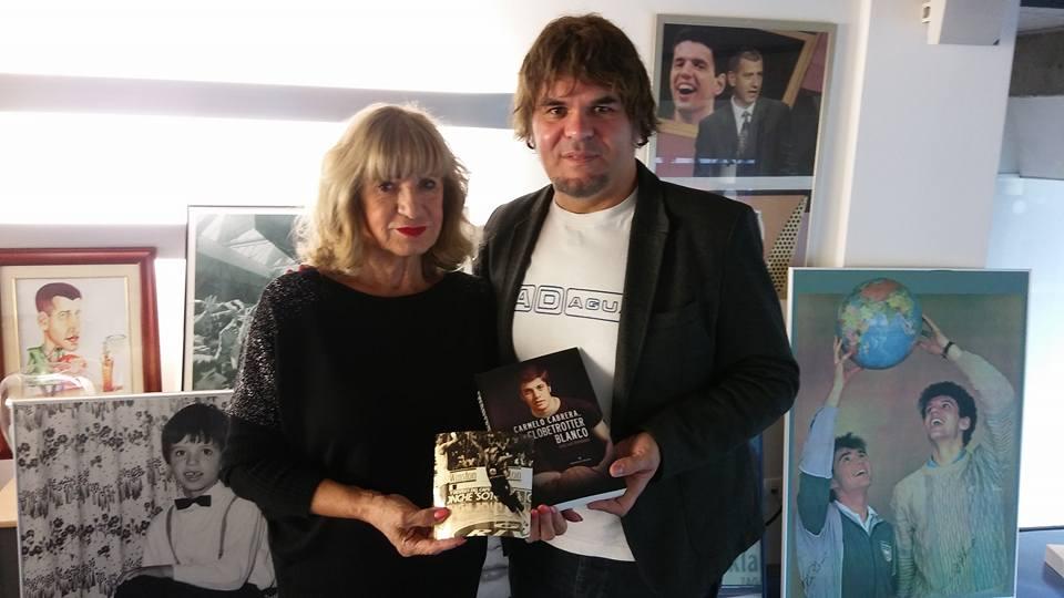 Biserka Petrovic junto a José Luis Hernández en el Museo Drazen Petrovic