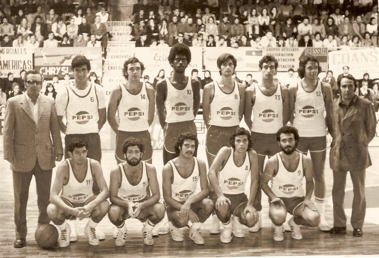 Joby Wright, en una formación del Pepsi Canarias. Temporada 1973-74