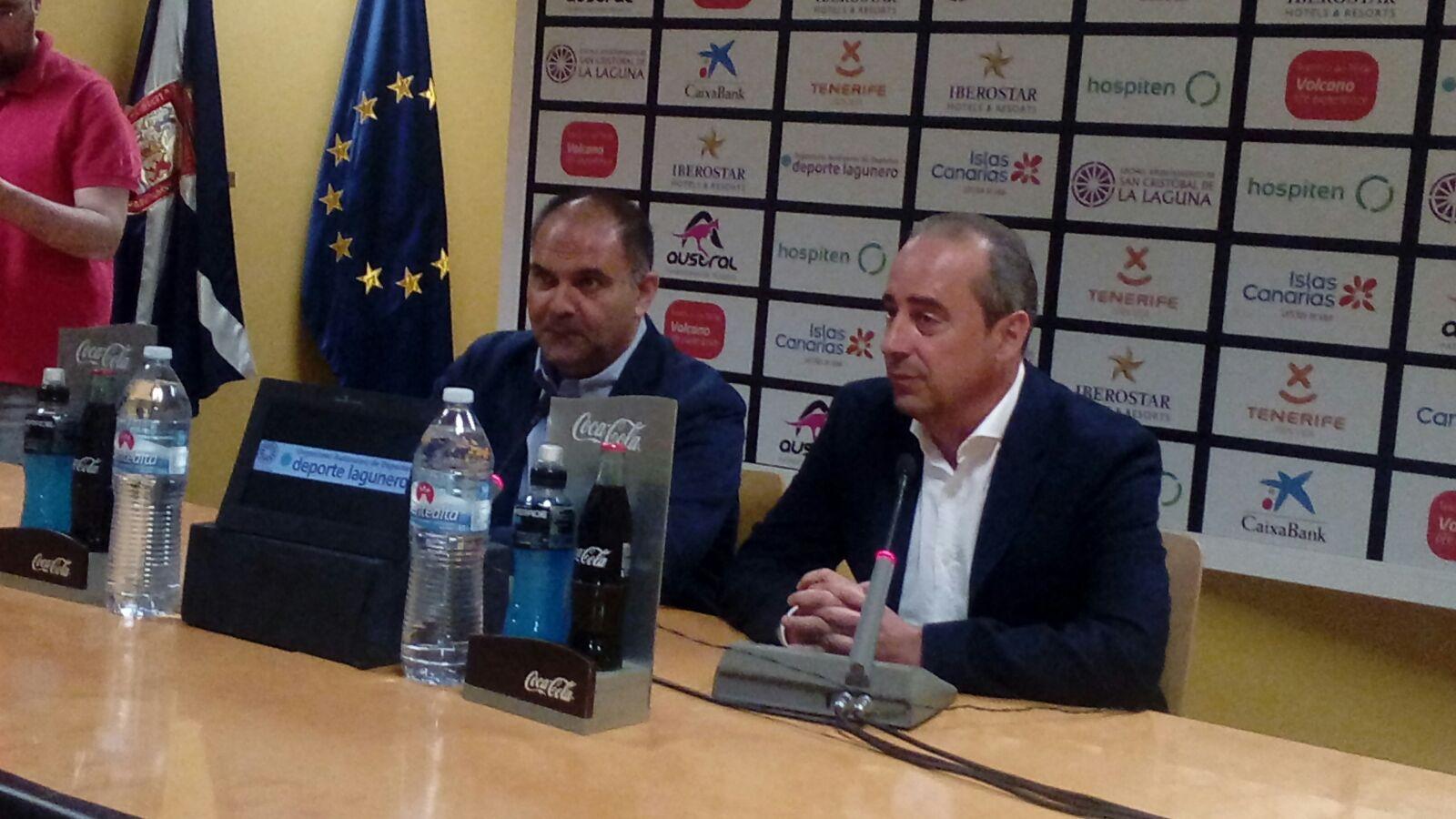 Aniano Cabrera y Txus Vidorreta en el adiós del entrenador vasco / Foto: Cedida / Basket Insular