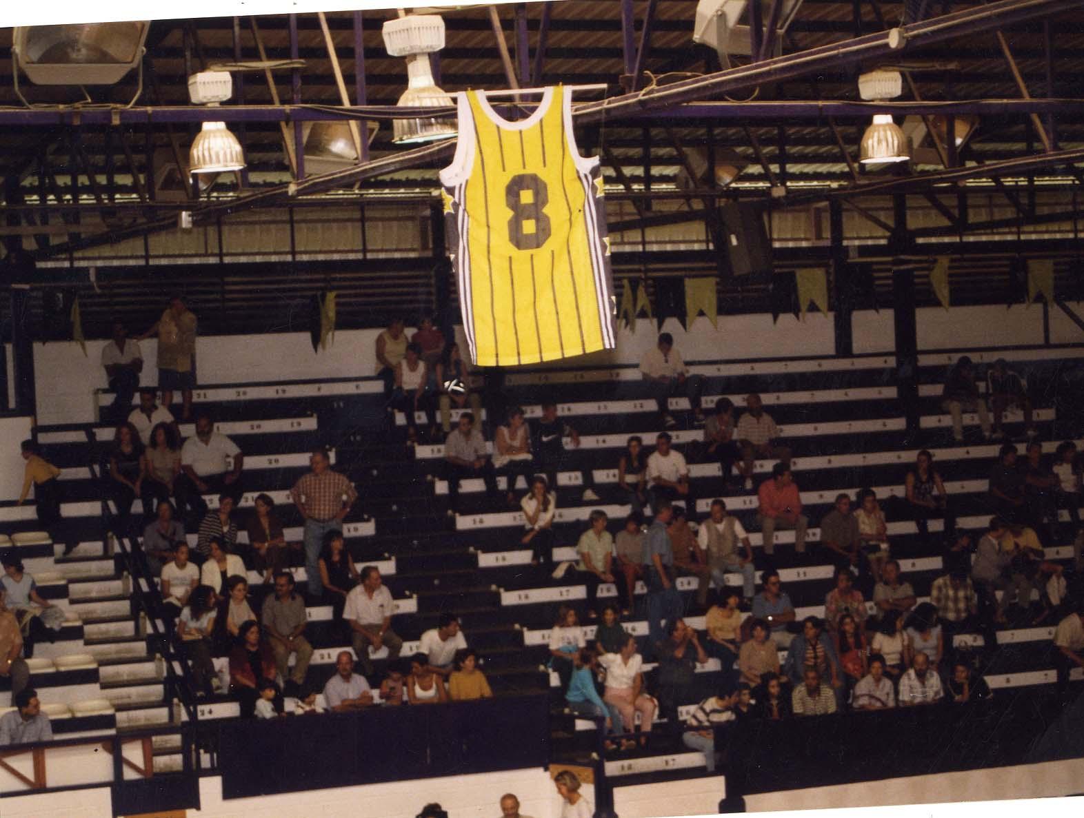 Imagen de la primera camiseta retirada en 1998 por la directiva del Club Baloncesto Canarias / Archivo