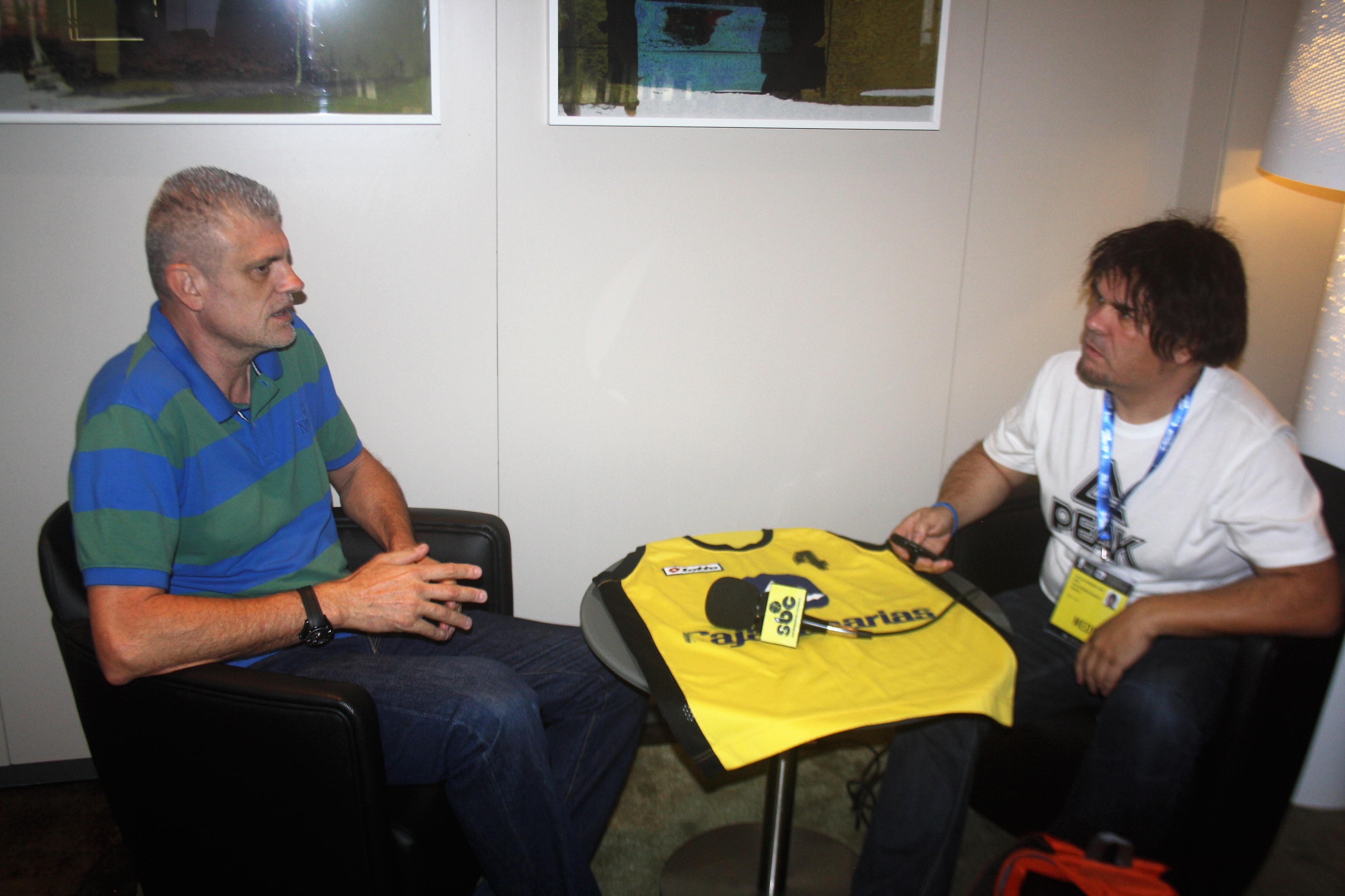 Pepón Artiles en un momento de la entrevista con José Luis Hernández / Foto: SuperBasket Canarias