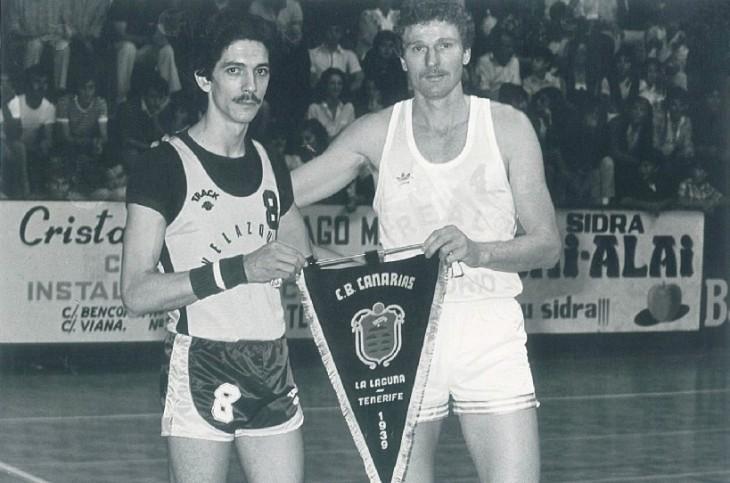 Ricardo Bethencourt junto a Wayne Brabender en un torneo disputado en el pabellón del Colegio Luther King / Archivo