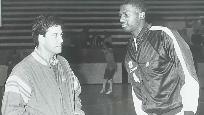 Carmelo Cabrera dialoga con el estadounidense Rickie Winslow / Archivo