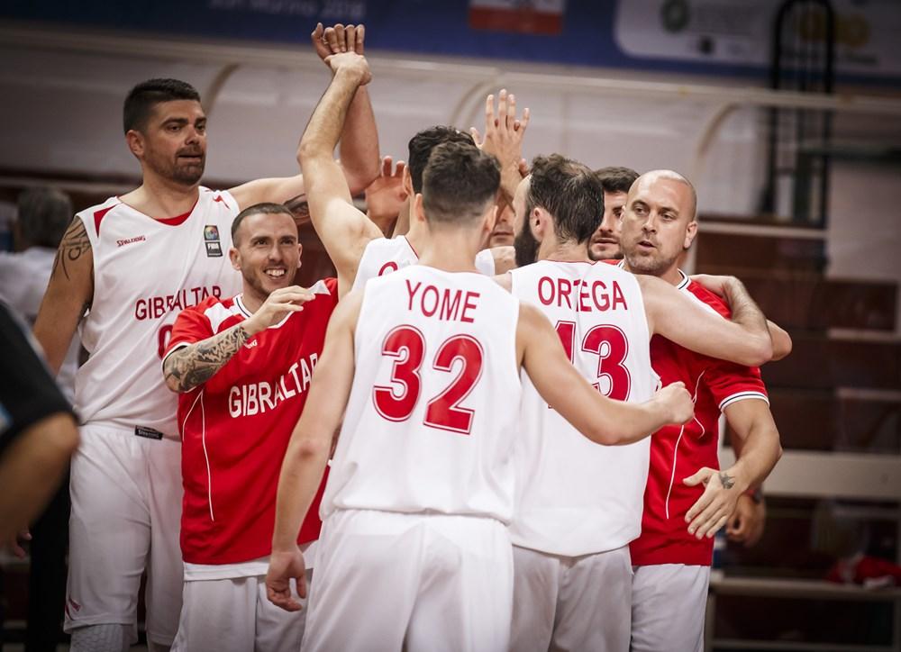 FIBA Europe / Pérez, primero por la izquierda, celebra la victoria de su equipo sobre Moldavia