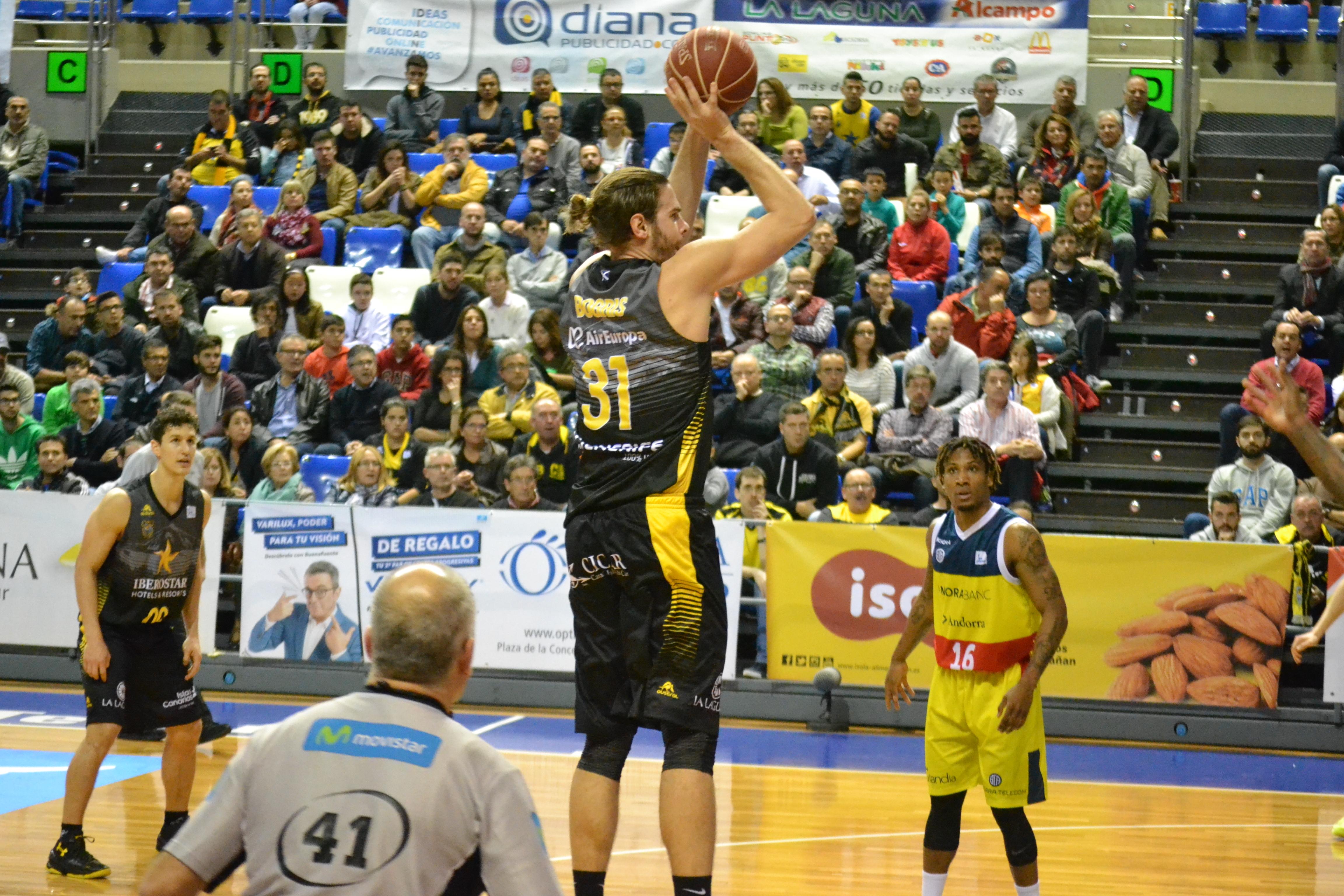 Bogris lanza a canasta ante su ex equipo Andorra / ACB Photo